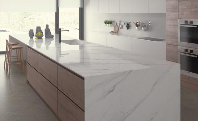 Các gam màu sáng giúp nhà bếp trông thoáng mát và sạch sẽ hơn
